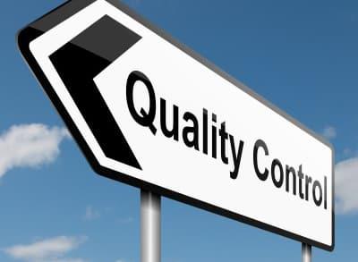 """Hinweisschild mit Aufschrift """"quality control"""""""